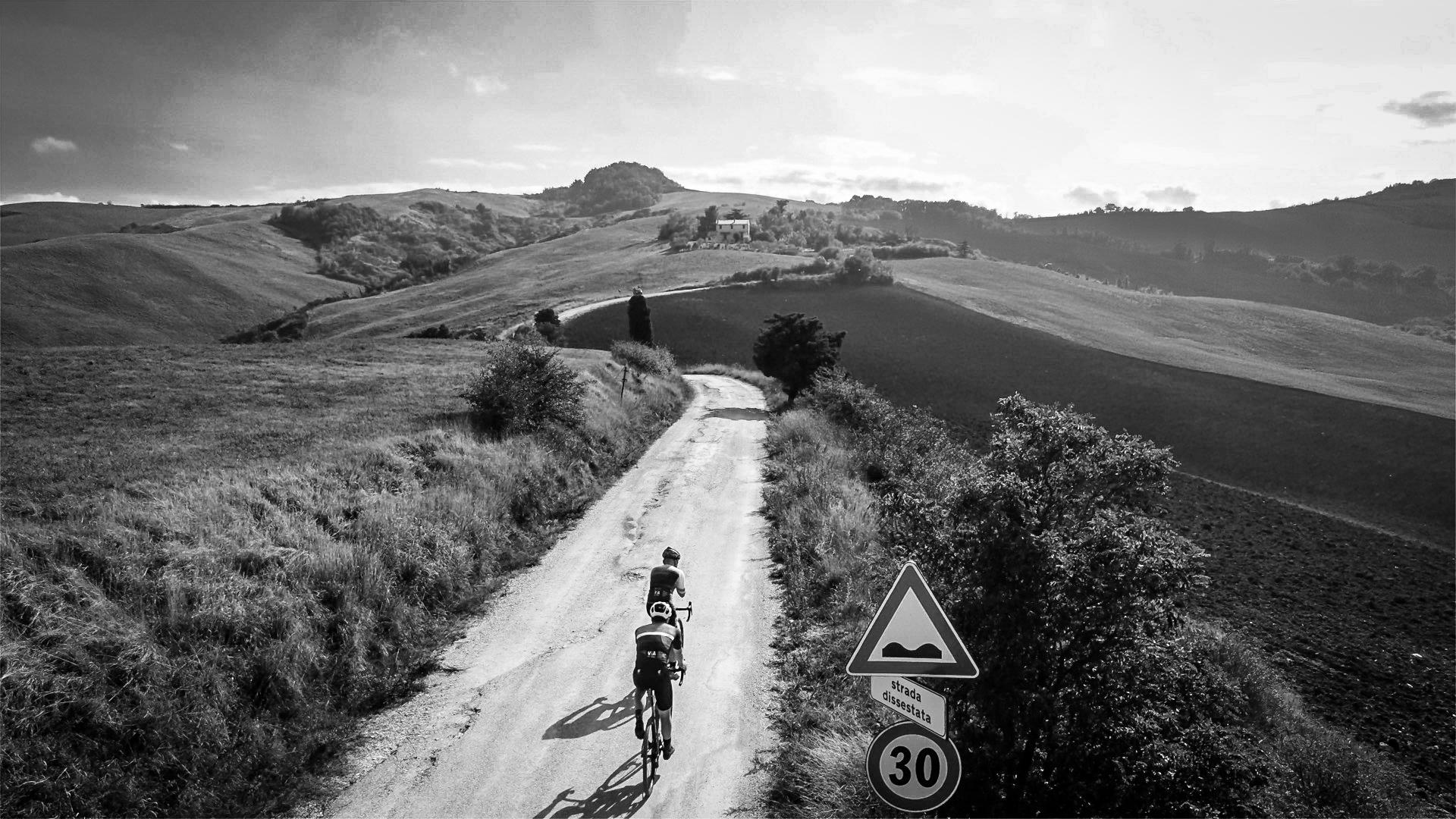 Gravel bike - Gravel style - drone view